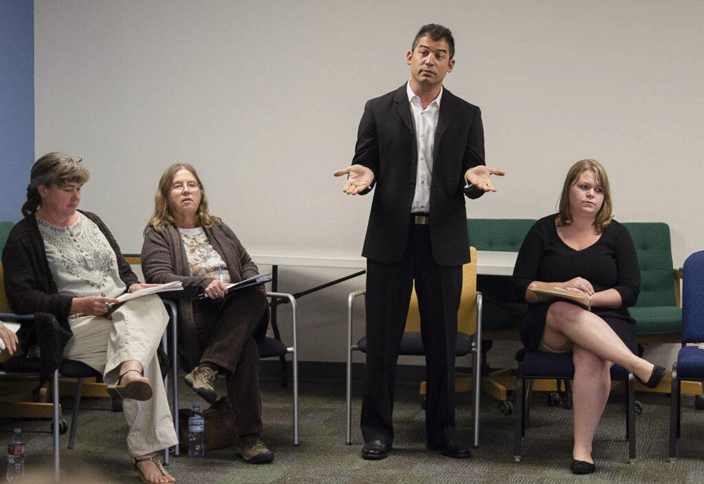 Assemblyman Das Williams speaks during the Isla Vista self-governance forum. Alex Nagase/Daily Nexus