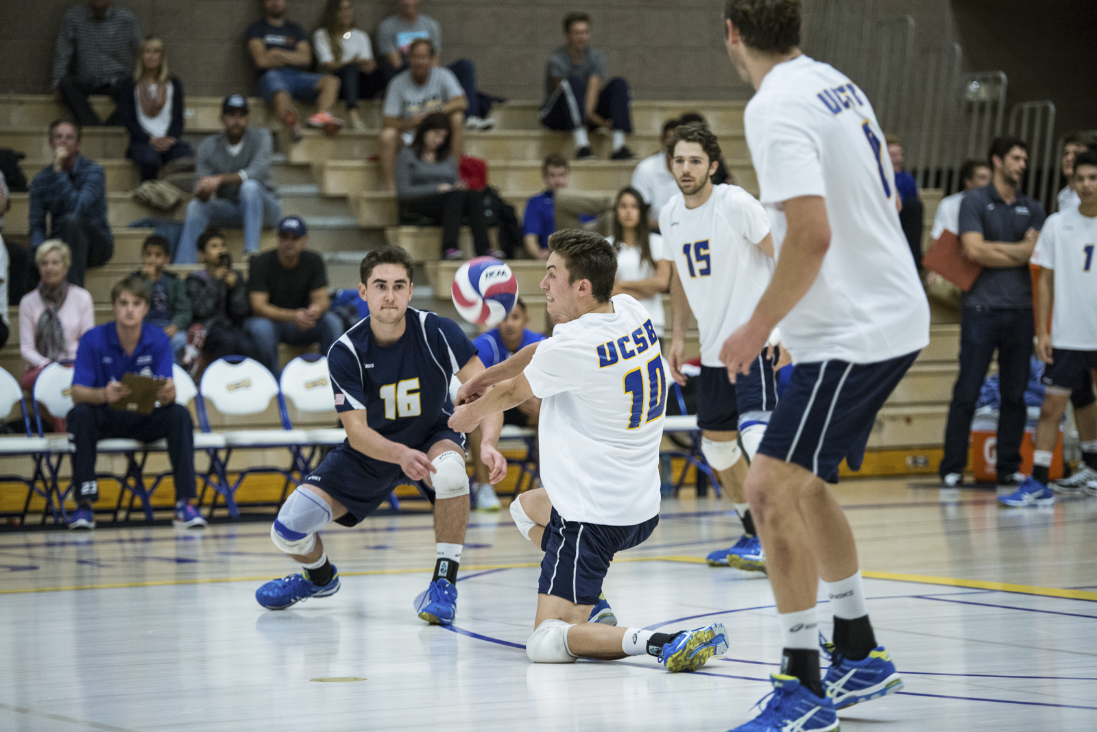 Jacob Delson rotates into the pass, keeping the fast jump serve in play. Eric Swenson/Daily Nexus