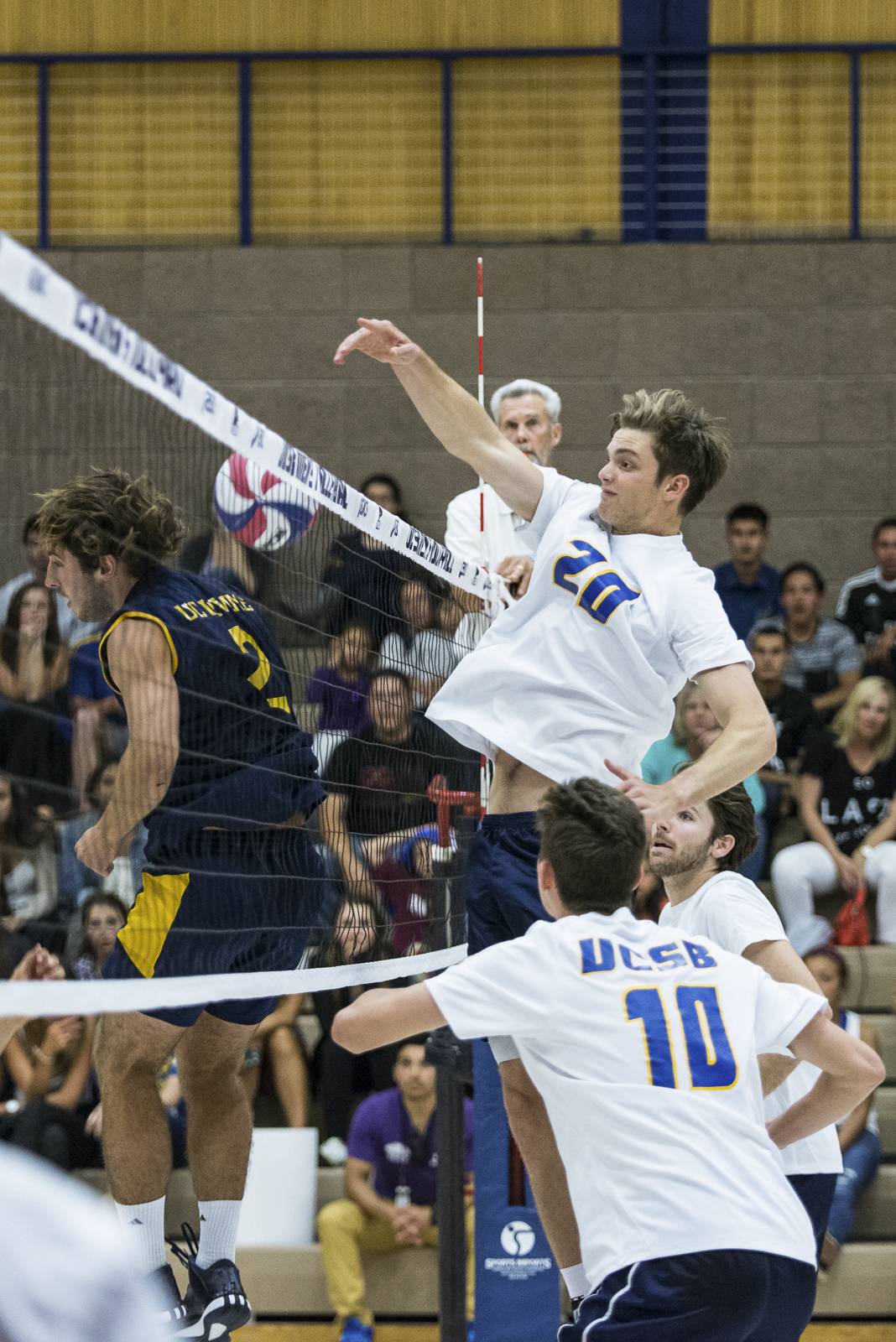Ryan Hardy blocks a shanked pass coming just over the net. Eric Swenson/Daily Nexus