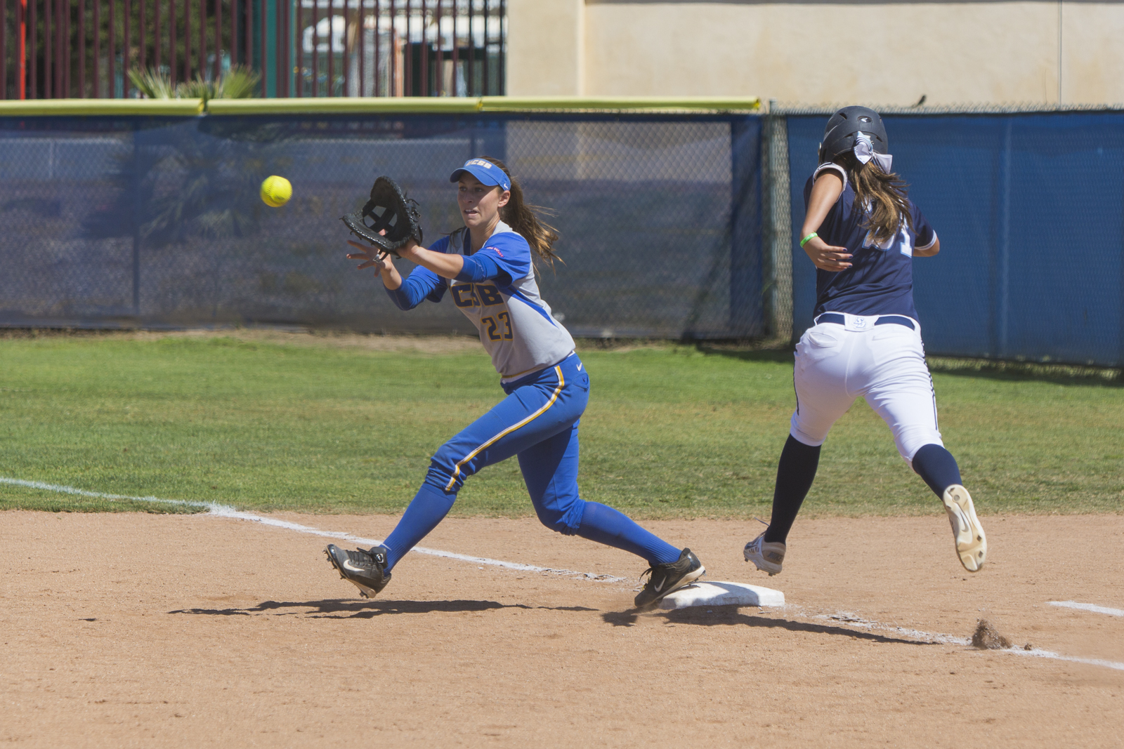 Samantha Stark reaches for the ball to get the runner out. Dustin Harris/Daily Nexus