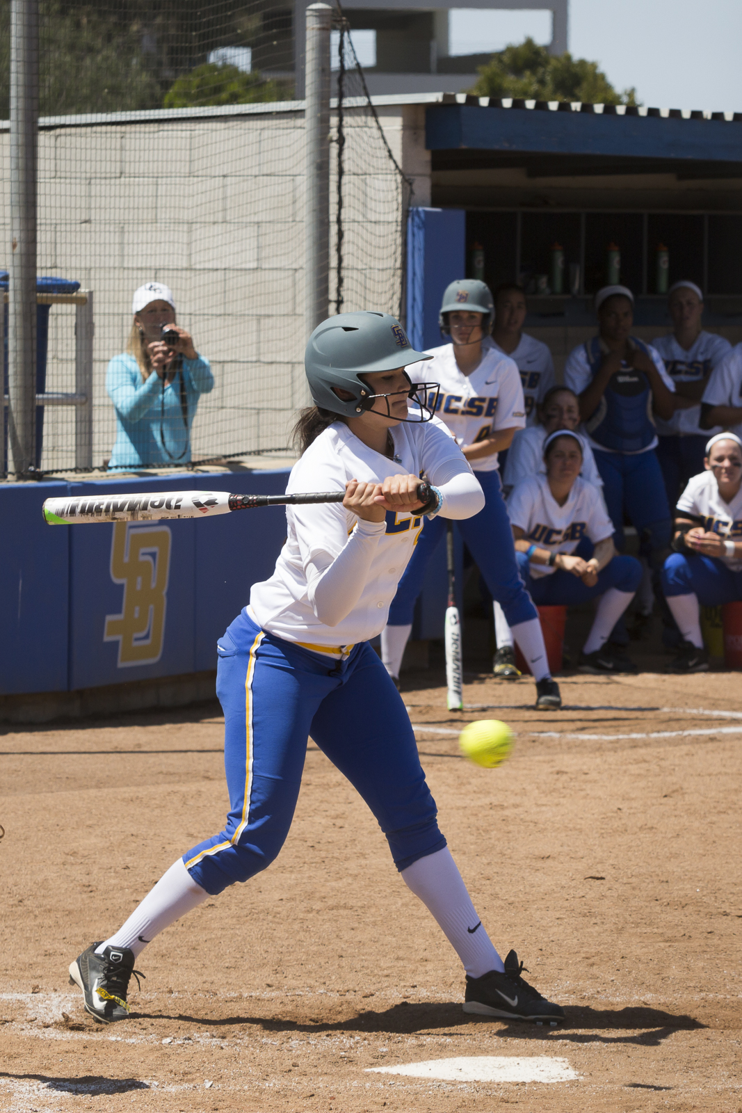 Kayla Sisson holds back from swinging at a ball. Dustin Harris/Daily Nexus