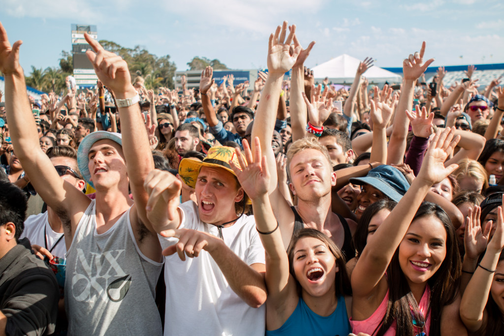 And your hands go up! Students jammin' to Madeon's mind-melting drops