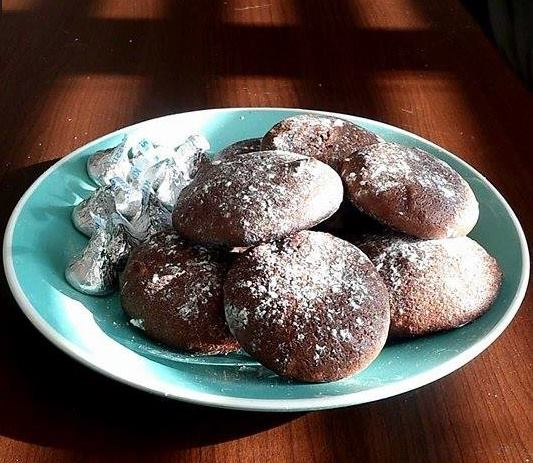 The Finished Product: Cake Batter Cookies with macadamia nuts and White Chocalte chips sprinkled with powdered sugar Kendy Loi/ Daily Nexus