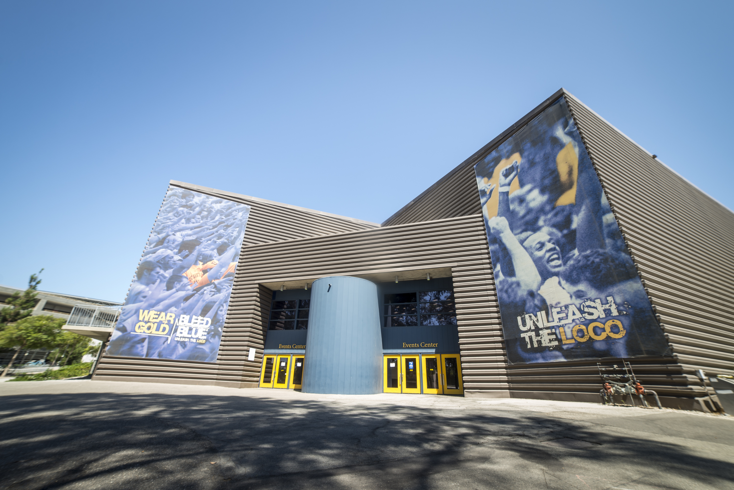 Known for its energetic fans, and home to UCSB basketball and women's volleyball, is the Thunderdome. Daily Nexus/ Lorenzo Basilio