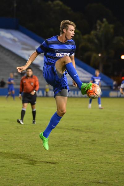 Nick DePuy traps the ball as he flys through the air. Cameryn Brock/Daily Nexus