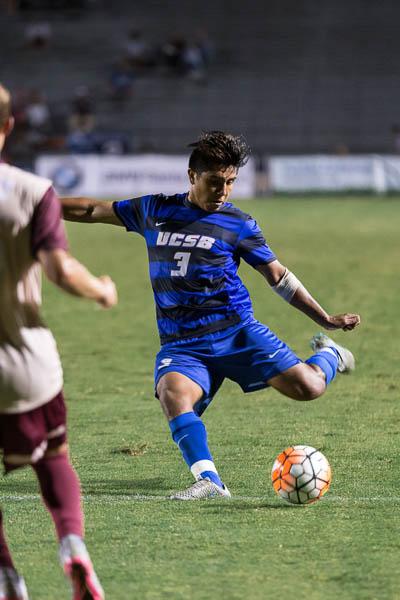 Randy Mendoza clears the ball to the midfielders. Eric Swenson/Daily Nexus