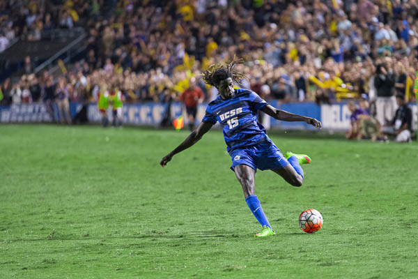 Ismaila Jome passes the ball in towards the box. Eric Swenson/Daily Nexus