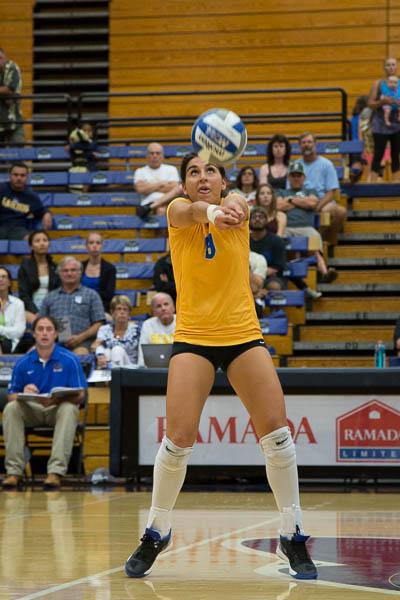 Emilia Petrachi bump-sets the ball to her teammate. Dustin Harris/Daily Nexus