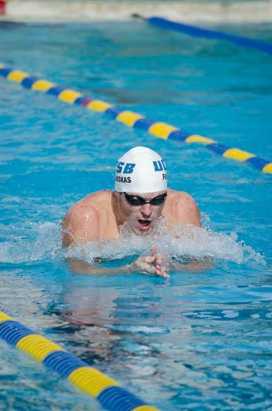 Lukas Paulauskas does the breaststroke during a meet. Christina DeMarzo/Daily Nexus