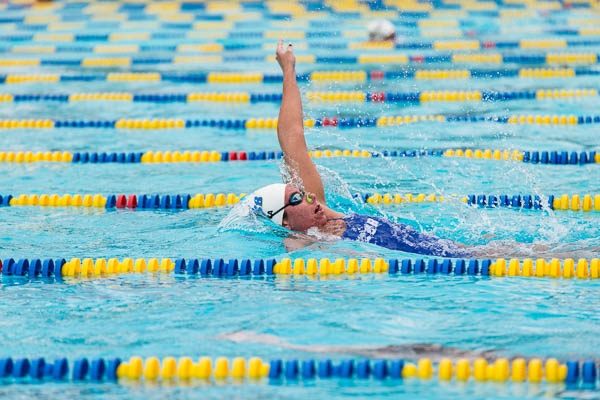 Julia Mikota, with a clear lead, wins the 200 backstroke for the Gauchos. Eric Swenson/Daily Nexus