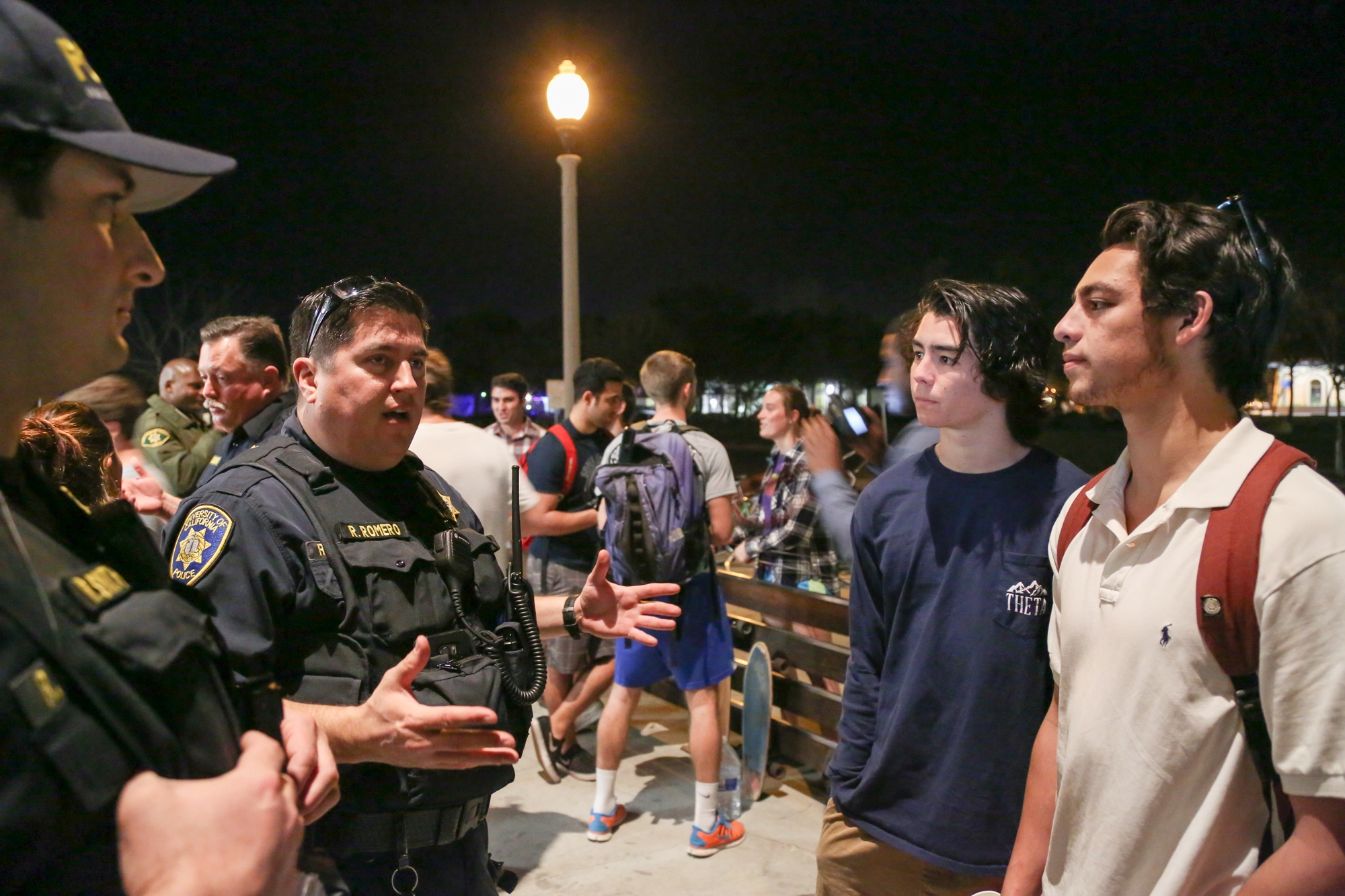 UCPD Sgt. Rob Romero speaks with UCSB students at Pizza with Police in February. Dustin Harris / Daily Nexus