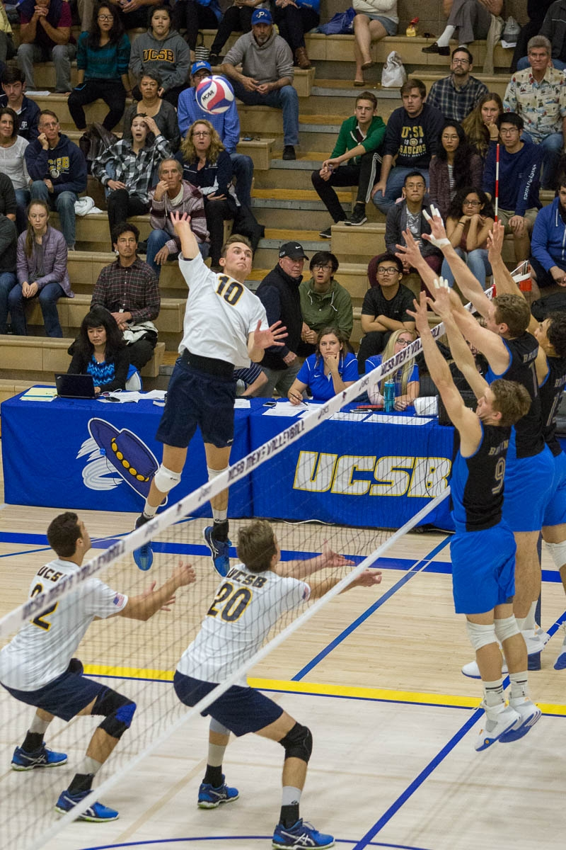 Jacob Delson swings over the block into the back corner of the court. Dustin Harris/Daily Nexus