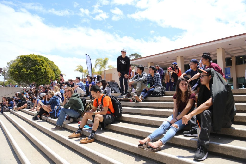 Nearly 200 students wait for the full Extravaganza 2016 lineup. Jenny Luo / Daily Nexus
