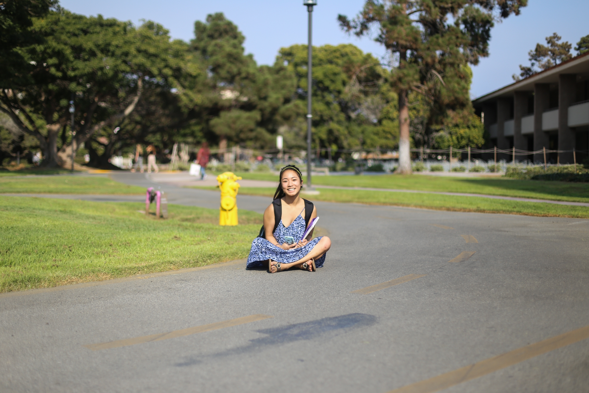 A lost freshman sits in the middle of the bike path. Jenny Luo / Daily Nexus