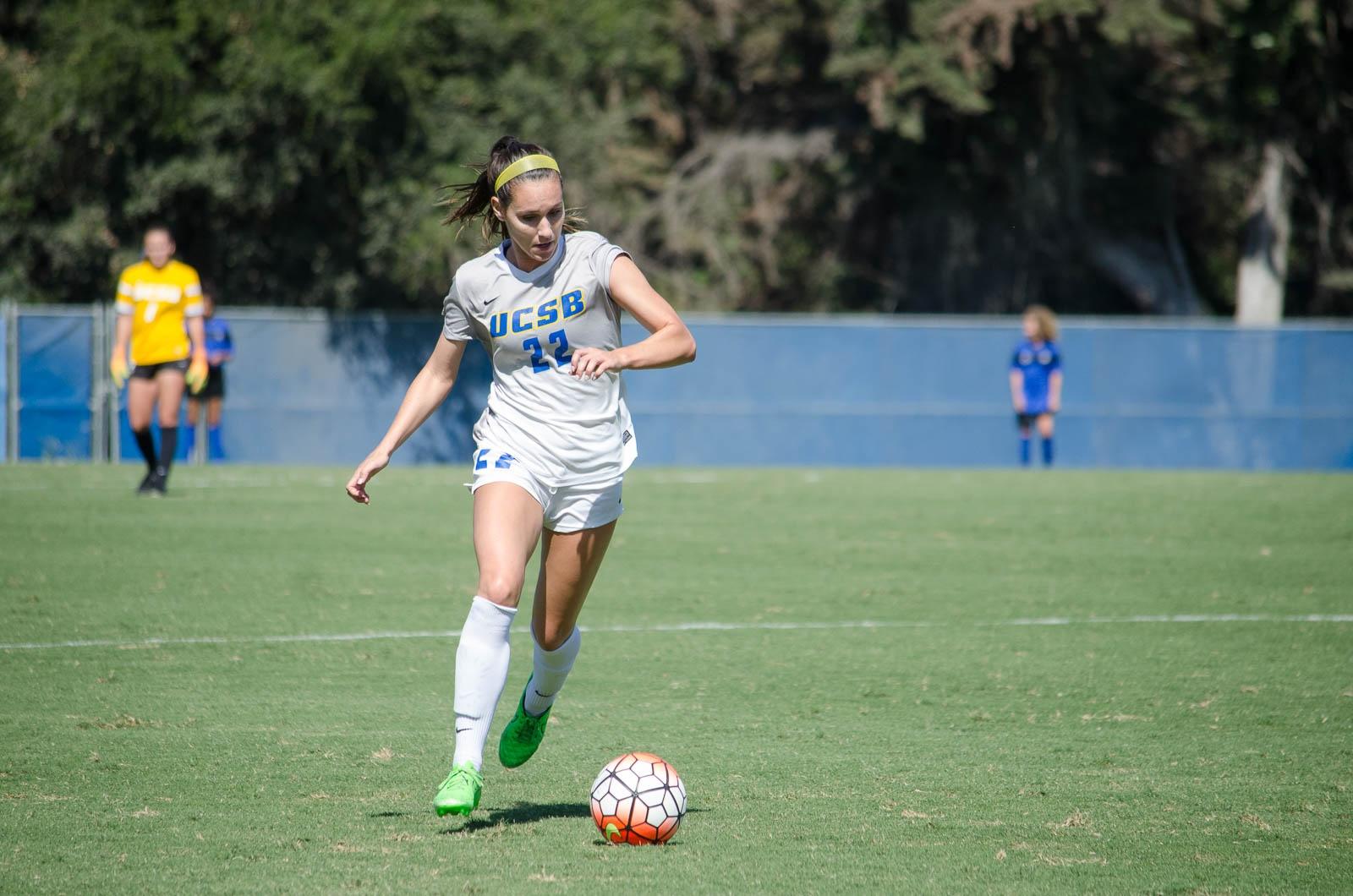 Savannah Francis takes the ball toward the goal. Christina DeMarzo / Daily Nexus