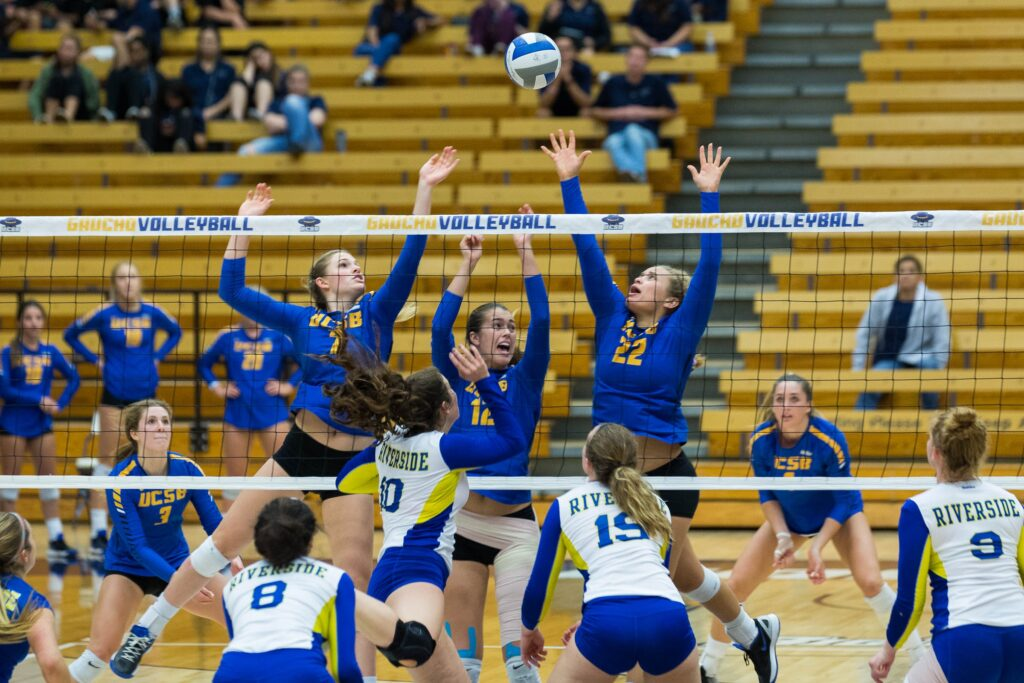 After missing a block in the middle, Megan Rice, Phoebe Grunt and Chloe Allen struggle for the ball. Dustin Harris / Daily Nexus