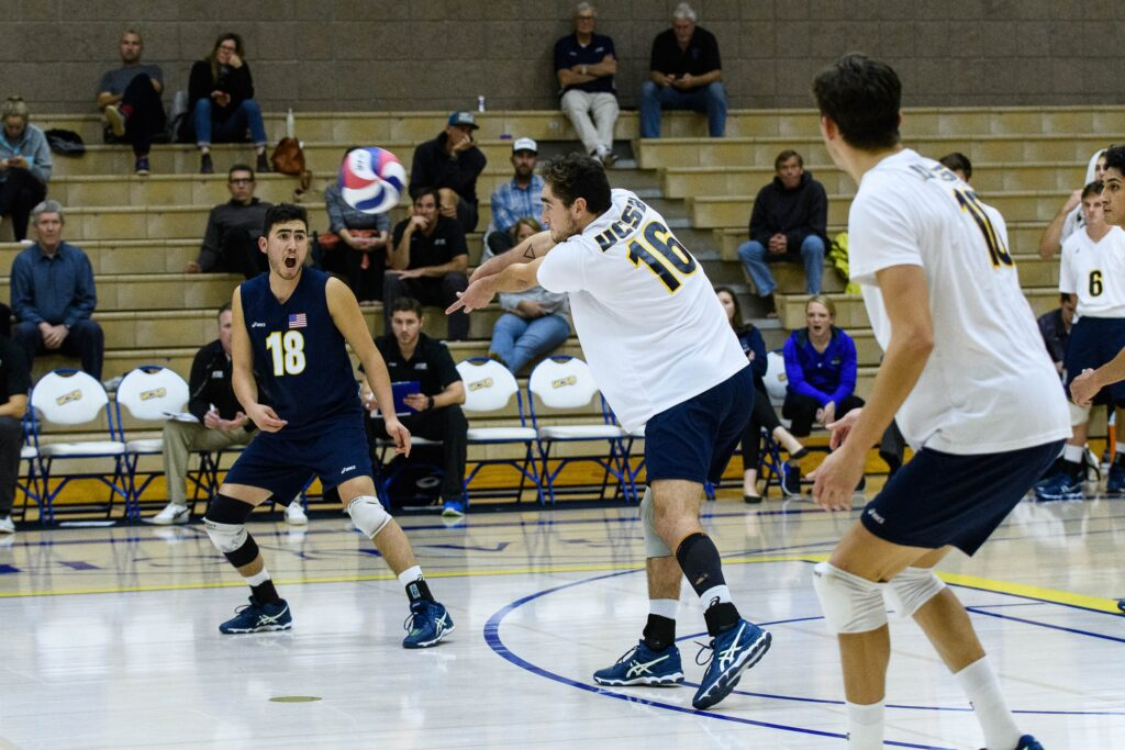 Hayden Boehle handles serve-receive as Parker Boehle calls the ball. Eric Swenson / Daily Nexus