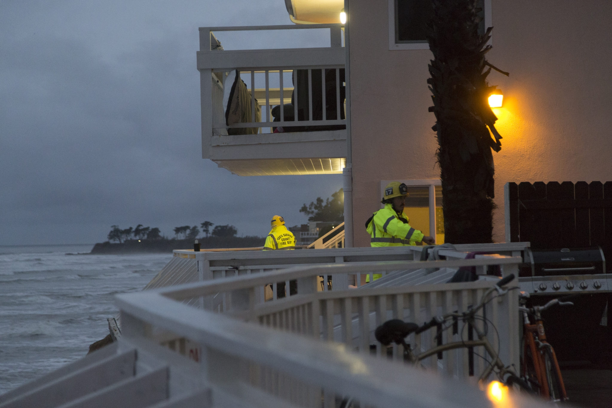 Emergency personnel inspect the Del Playa house and adjacent balconies. Dustin Harris / Daily Nexus